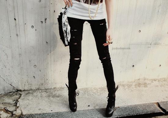 boots-fashion-girl-h3rsmile.tumblr.com-jeans-legs-Favim.com-109229